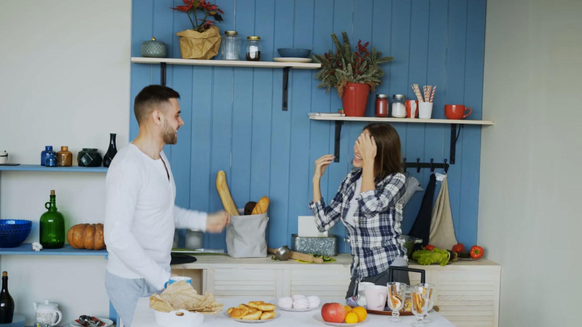 Jovenes en la cocina